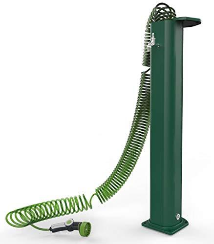 Fontaine verte avec tube en spirale