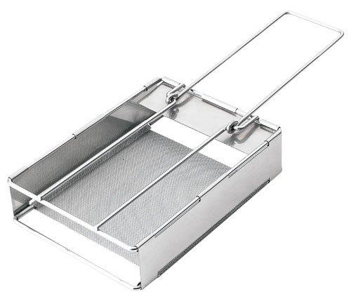 Tostadora plegable de acero inoxidable tamaño jumbo, para usar con hornillo de gas. Para tostadas de 12.5 x 12.5 cm. Tamaño plegado: 17 x 16 x 1.5cm. 160g.