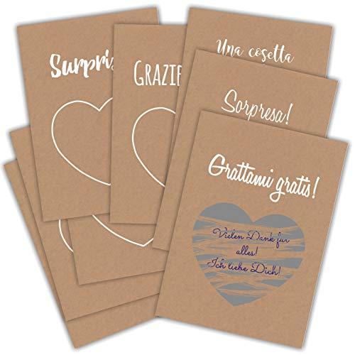 Carte di alta qualità in carta kraft (280 gr), in formato DIN A6 (cartolina), con sovrastampa bianca.