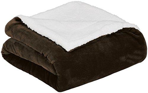 AmazonBasics - Decke aus Mikro-Kunstfell und Sherpa-Fleece - 220 x 240 cm, Schokolade -