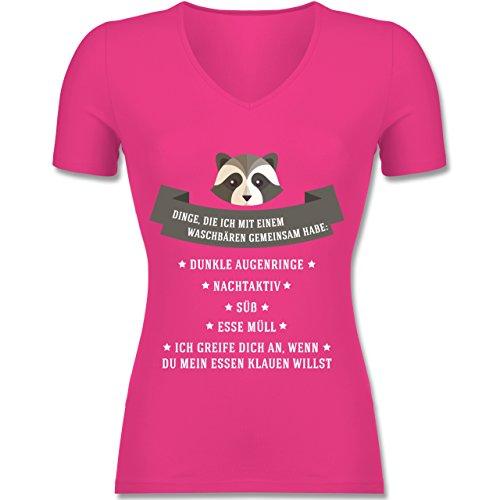 Shirtracer Statement Shirts - Waschbär Gemeinsamkeiten - Tailliertes T-Shirt mit V-Ausschnitt für Frauen Fuchsia
