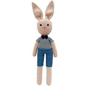 LOOP BABY – gehäkelter Hase aus 100 % Bio-Baumwolle – beige Hasenpuppe mit blauer Latzhose – 38 cm – Baby-Geschenk – Ostergeschenk für Baby-Mädchen & Baby-Junge – Häkelhase