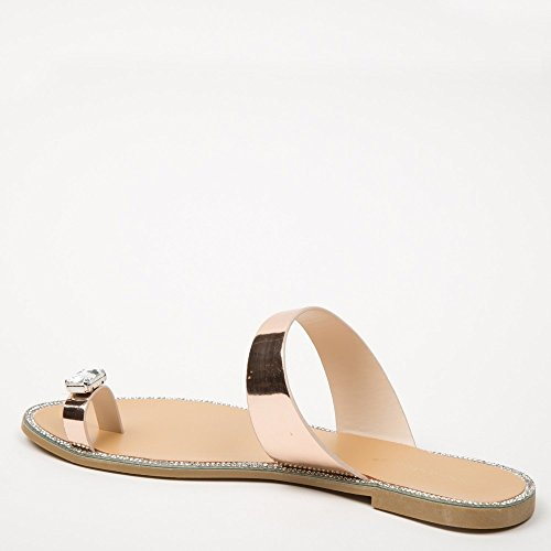 Ideal Shoes Tongs Métallisés avec Insert Bijou et Strass Jamila Champagne