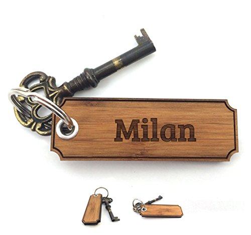 Milan Holz (Mr. & Mrs. Panda Schlüsselanhänger Milan Classic Gravur - 100% handgefertigt aus Bambus Holz - Anhänger, Geschenk, Vorname, Name, Initialien, Graviert, Gravur, Schlüsselbund, handmade, exklusiv)