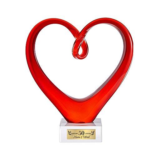 Casa Vivente Rotes Herz aus Glas - Zur Goldenen Hochzeit - Mit gravierter Plakette - Personalisiert mit Namen und Datum - Stilvolle Dekoration - Geschenkidee zum 50. Hochzeitstag
