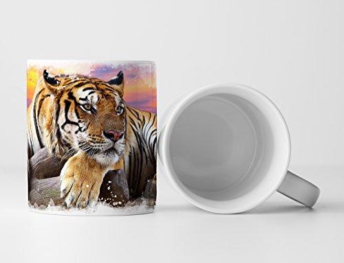 Eau Zone Fotokunst Tasse Geschenk Tierfotografie – Liegender Tiger vor Buntem Himmel