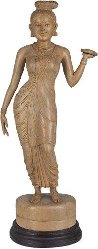 un-nair-mujer-con-pooja-thali-blanco-de-madera-de-cedro-de-la-estatua-de-la-trivandrum-kerala