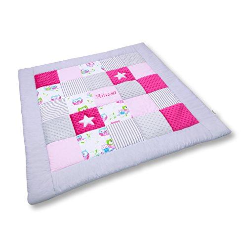 Amilian® Krabbeldecke Patchworkdecke Spieldecke Decke mit Namen und Datum (M056) (145x145cm)
