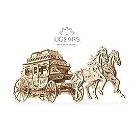 Ugears 70045 – Carrozza Postale per Fai da Te, Meccanica Semplice e Ampia – Bella e Originale Intagliato Postale Carrozza per Cavalli 248 Pezzi 3D Puzzle in Legno modellino
