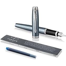 PARKER IM, pluma estilográfica de color gris azulado claro, con plumín mediano y recambio de tinta azul, en blíster (1975551)
