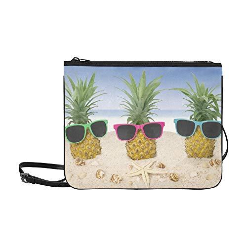 WYYWCY Drei frische Ananas auf Sand Sonnenbrille Benutzerdefinierte hochwertige Nylon Slim Clutch Bag Cross-Body Bag Umhängetasche