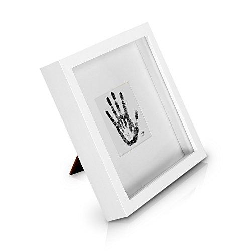 Classic by Casa Chic - Quadratischer Box-Bilderrahmen aus Echtholz - Weiß - 23x23 cm und 4,5 cm tief - Sicherheitsglas - mit 10x10 cm Passepartout - 3D Objektbilderrahmen - Rahmenbreite 2cm