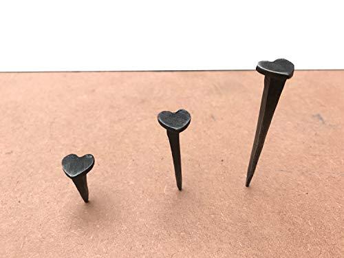 Schwarze Nägel in Herzform, handgeschmiedet, Schmiedeeisen, Schwarz