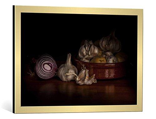 Cuadro con marco: Martin Zalba 'Onions and garlics' - Impresión artística decorativa con marco de alta calidad, 75x50 cm, Dorado cepillado