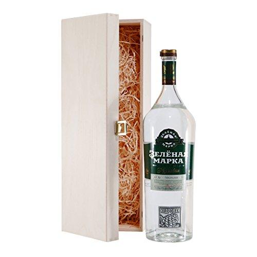 Green-Mark-Cedar-Nut-Vodka-mit-Geschenk-Holzkiste