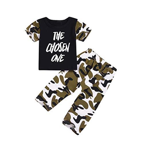 T-Shirt mit T-Shirt und Camouflage-Hosen ()