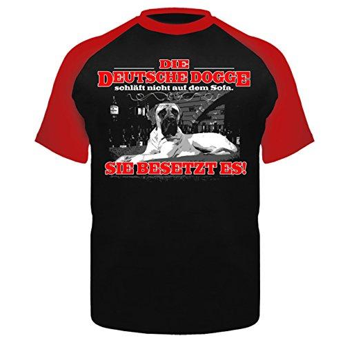 Männer und Herren T-Shirt Die Deutsche Dogge schläft nicht auf dem Sofa Rot/Schwarz
