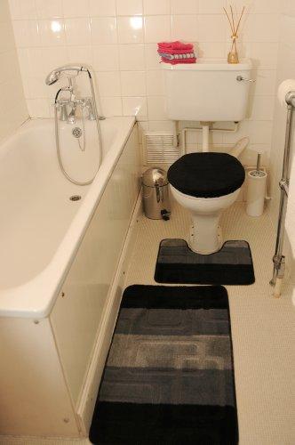 Schwarz 3-teiliges BADEZIMMERGARNITUR Badematten & WC Vorleger Bezug Toilettendeckel Set