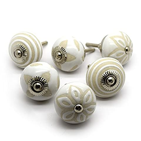 Pushka Home Set of 6 beige and cream ceramic cupboard drawer door knobs. Pack of 6 x 40mm vintage style handles. Made of hardwearing porcelain. Sold as shown. Add subtle style to your furniture doors. Suits doors up to 27mm