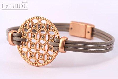 Armband aus Lederband und ziselierten Scheibe in roségold-matt, mit Kristallen