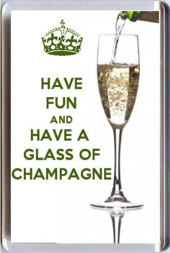 Spaß haben und ein Glas Champagner Kühlschrankmagnet Gedruckt Auf ein Bild dass ein Glas Champagner gegossen. Aus Unserer Keep Calm And Carry On Serie-EIN ORIGINAL Geburtstag Geschenk Idee für weniger als der Preis eine Karte.