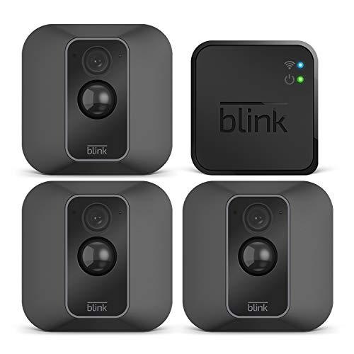 Nuova Blink XT2 | Telecamera di sicurezza per interni/esterni con archiviazione sul cloud, audio bidirezionale, autonomia di 2 anni | Sistema a 3 telecamere