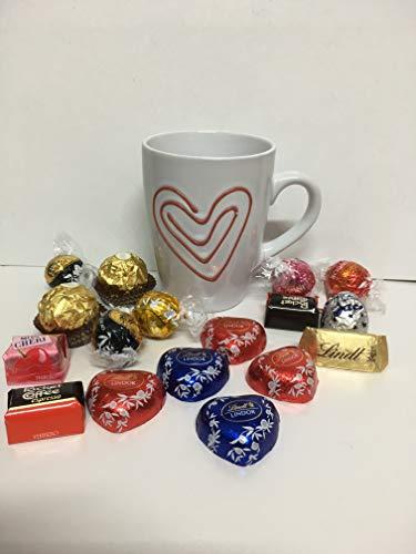 Composizione artigianale san valentino tazza ceramica con cioccolatini lindt e ferrero.