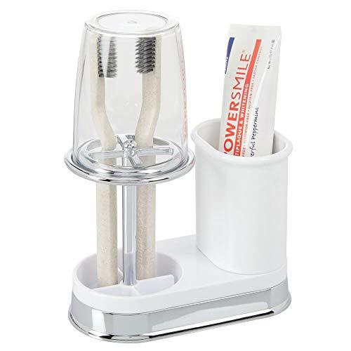 mDesign Zahnbürstenhalter mit Becher - hochwertiger Zahnputzbecher mit Deckel fürs Bad - Halterung für Zahnbürsten und Zahnpasta aus Kunststoff - weiß und silberfarben