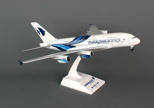 skymarks-skr693-malaysia-airlines-airbus-a380-1200-snap-fit-model-by-skymarks