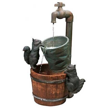 Primrose Wasserhahn und Eichhörnchen - Brunnen mit Solarbetrieb 72cm