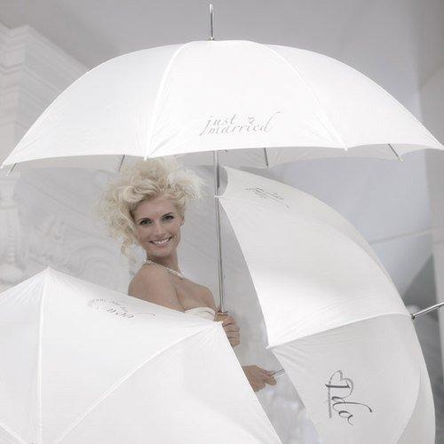 in due Hochzeitsschirm 'just married' creme