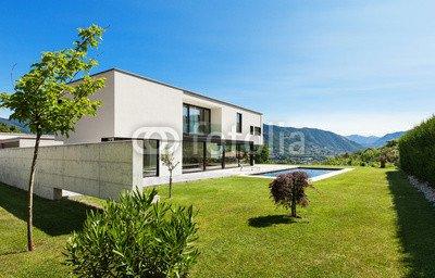 "Alu-Dibond-Bild 50 x 30 cm: ""Modern villa with pool, view from the garden"", Bild auf Alu-Dibond"