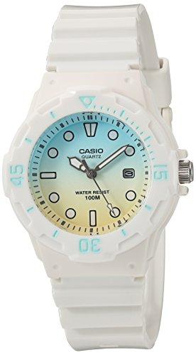 Casio - Montre décontractée de plongée à Quartz pour Femme en résine, Couleur : Blanc (modèle : LRW-200H-2E2VCR)