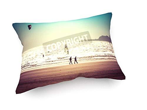 weewado Luisa Puccini - Surf und Kite-Surfen am Strand von Esasouira - 60x40 cm - Sofa-Kissen aus Satin - Kunst, Gemälde, Foto, Bild auf Kissen - Sport Luisa Satin
