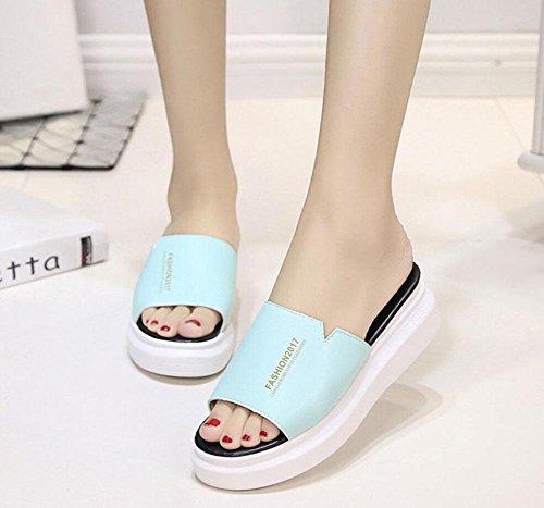Un font pantofole femminili di spessore della crosta sandali e ciabatte focaccina marea selvaggio solido lake blue