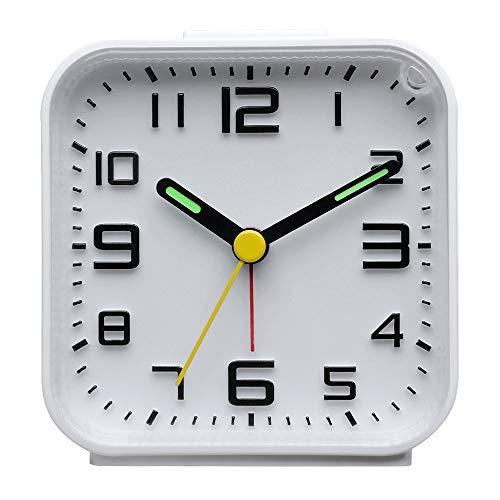 DreamSky Analog Wecker Klein mit Lauter Alarm, Nachtlicht, Schlummerfunktion, Ohen Ticken, geräuschlos, Batteriebetrieben, Einfache Bedienung (Weiß)