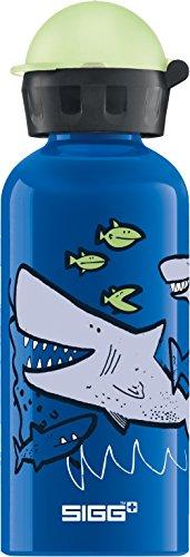 SIGG Sharkies Kinder Trinkflasche, schadstofffreie Kinderflasche mit auslaufsicherem Deckel, federleichte Trinkflasche aus Aluminium, 0.4l