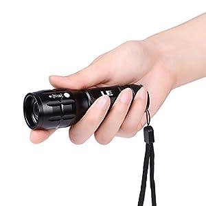 LE Torche à LED Zoomable d'intensité réglable, Lampe de poche Super Lumineuse 140LM 120° Blanc Froid 6000K 5H de décharge