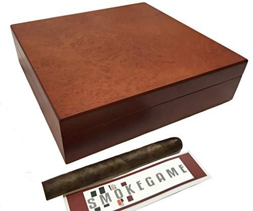 Caja de puros hecha externamente en madera de caoba y cedro español en el interior. Artículo elegante, con higrómetro y humidificador interno.