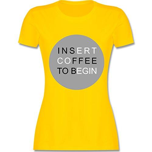 Statement Shirts - Insert Coffe to begin - tailliertes Premium T-Shirt mit Rundhalsausschnitt für Damen Gelb
