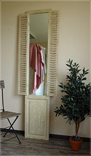 Hoher Wandspiegel im Antik-Stil mit Fensterladen