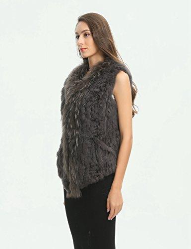 Ferand gestrickte Damen Winter Weste Jacke aus echtem Kaninchen Pelz mit Waschbär Pelzkragen, Taschen auf der Vorderseite und asymmetrischem Design Dunkelgrau