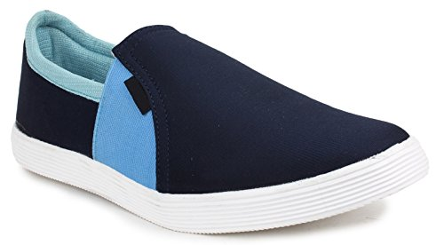 Portez des chaussures loafer partie de toile des hommes glissent sur les chaussures d'entraînement bleu marin