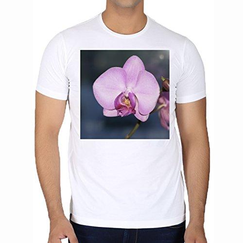 camiseta-blanca-con-cuello-redondo-para-los-hombres-tamano-l-orquidea-purpura-sueno-de-la-flor-by-wo