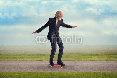 "Alu-Dibond-Bild 60 x 40 cm: ""senior man riding a skateboard"", Bild auf Alu-Dibond"
