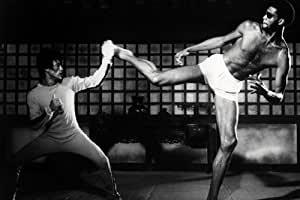Bruce Lee Moviestore as Billy Lo unt Abdul Kareem-Jabbar as Hakim in Game of Death White 91 x 60 CM Black and White Poster