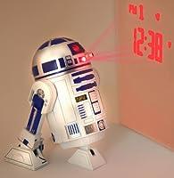 """Sveglia Star Wars R2-D2 Sveglia 3D di plastica con suoni R2-D2 Originale! Questa sveglia in forma di R2-D2, l'astrodroide di """"Guerre Stellari"""", ha un successo strepitoso! La sveglia è il fischio tipico di R2-D2 e l'ora è proiettata sul muro c..."""