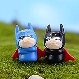 Viet JK GTIN Lot de 2 Figurines et Figurines Miniatures en Forme de Cochon à la Mouche Batman Superman Modèle USA RU Cartoon Petite Statue Artisanat Figurine Décoration de Maison...