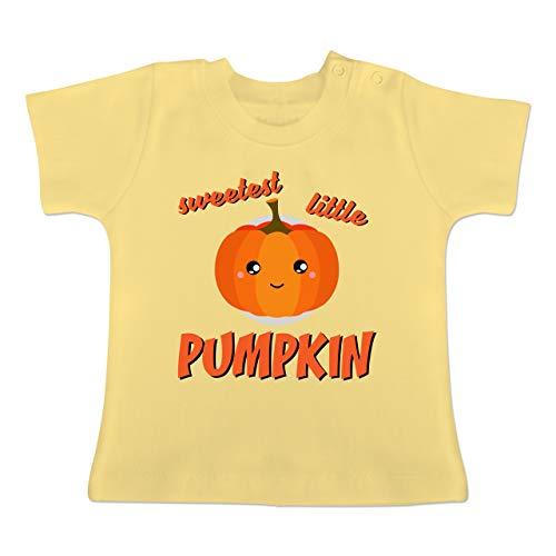 Anlässe Baby - Sweetest Little Pumpkin Halloween - 6-12 Monate - Hellgelb - BZ02 - Baby T-Shirt Kurzarm