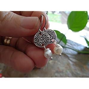 ♥ SÜSSWASSERPERLE AN KLEINER GEBLÜMTEN SCHEIBE ♥ zarte, leichte Ohrringe mit Perlen